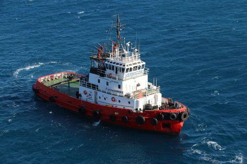 ship tug boot