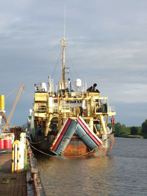 ship boot fishing