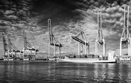 ship port crane