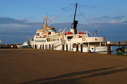ship cuxhafen port