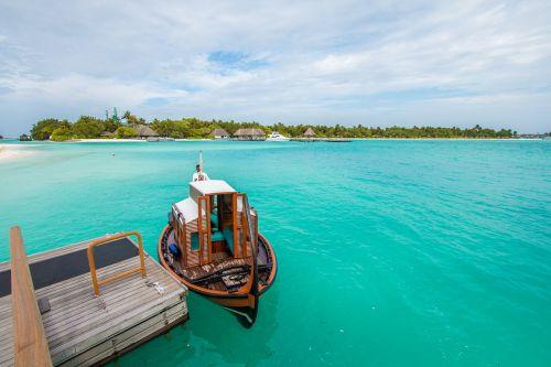 ship maldives ocean