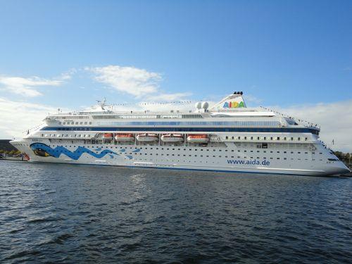 ship port passenger ship