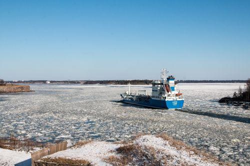 ship spring ice