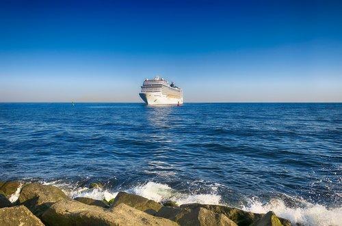 ship  cruises  cruise ship