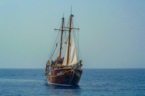 ship  ocean  pirates of the
