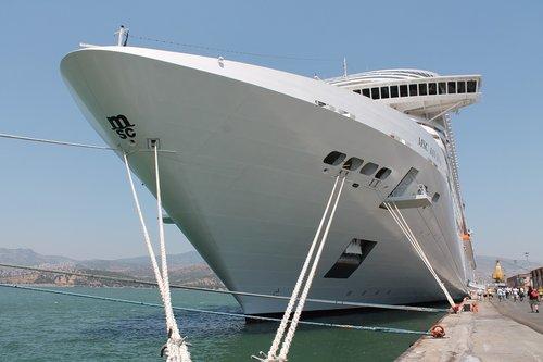 ship  cruise  vacations