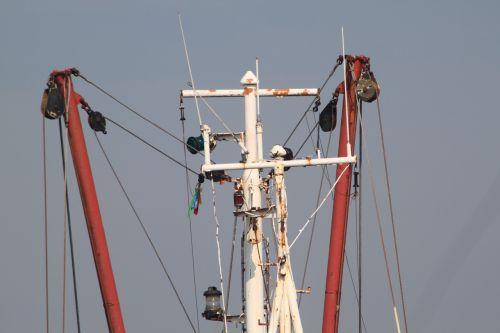 ship rigging masts