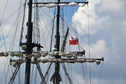 ship polish flag poland