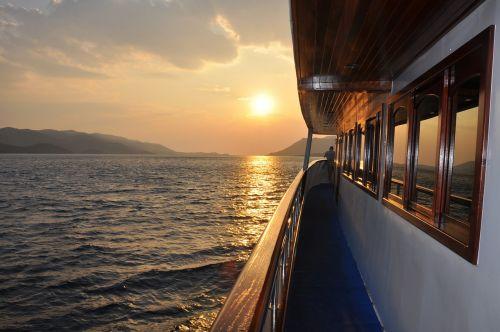 ship balustrade traveling