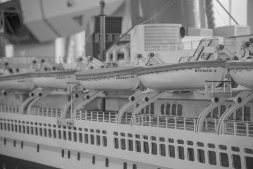 ship romance lifeboats