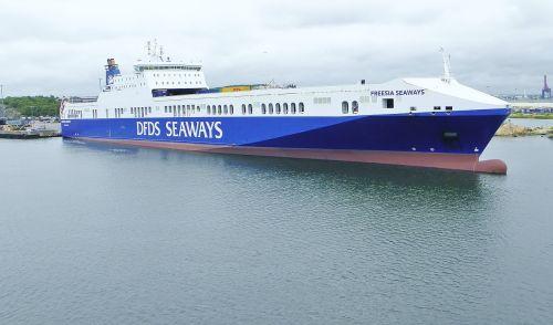 ship frachtschiff freighter