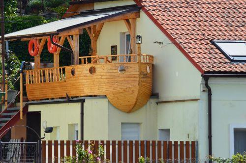 ship house housing