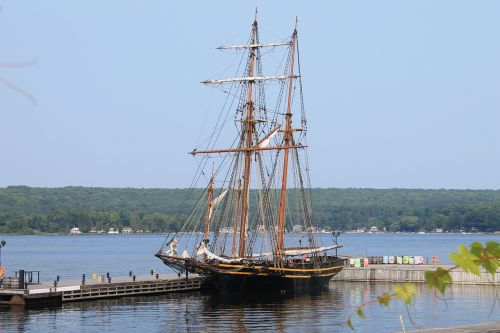 ship discovery harbour port