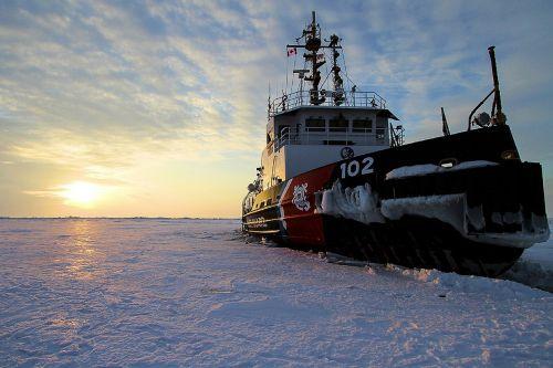 ship ice winter