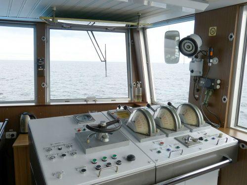 ship bridge cruise control