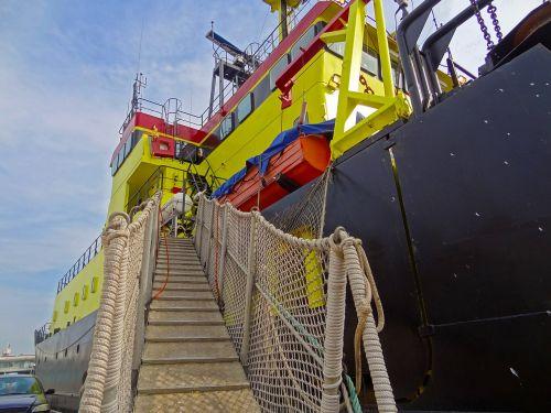 ship bridge bridge ship