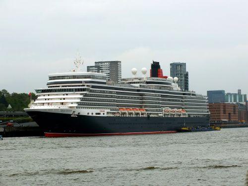 ship queen elizabeth hamburg port