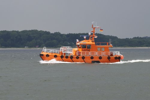 shipping  pilot boat  pilotage