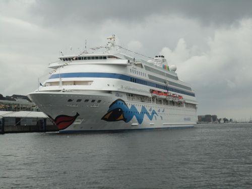 ships kiel water