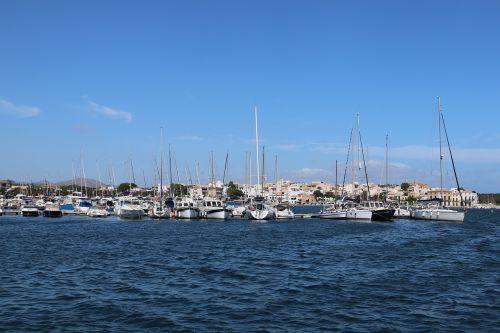 ships sea village