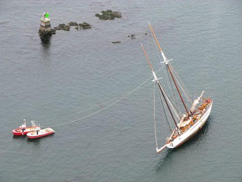 ships floundering aground