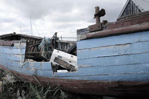 shipwreck rotting boat