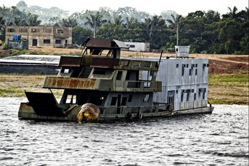 shipwreck amazonas brazil