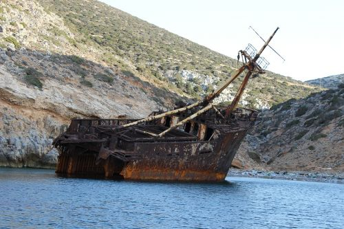 shipwreck sea abandoned ship