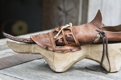 shoe klompschoen over shoe
