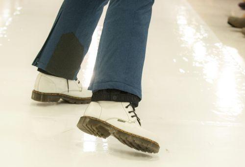 shoes stumble step