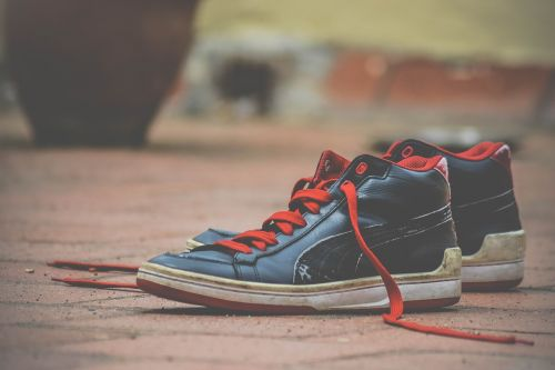 shoes shoelaces red