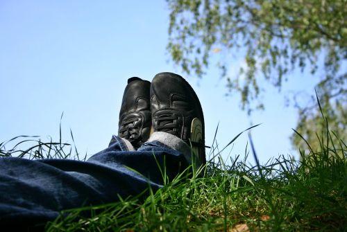 shoes feet rest