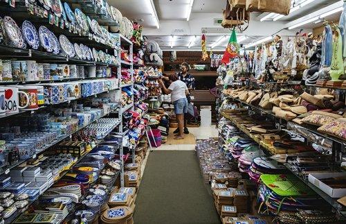 shop  souvenirs  souvenir shop
