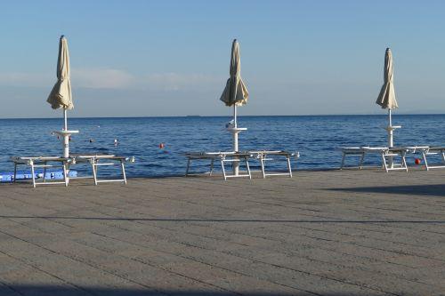 bank sea holiday
