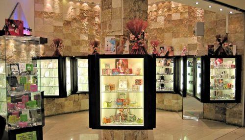showcase shop italy