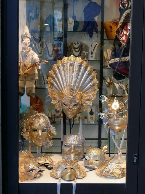 showcase masks carnival
