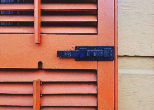 shutter latch architecture