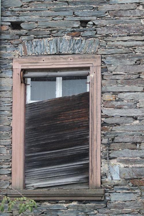 shutters defect window