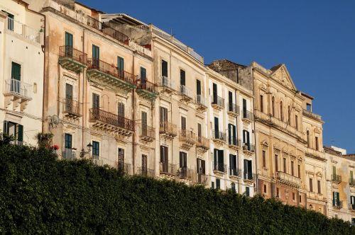 sicily syracuse facades