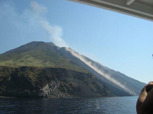 sicily stromboli volcano