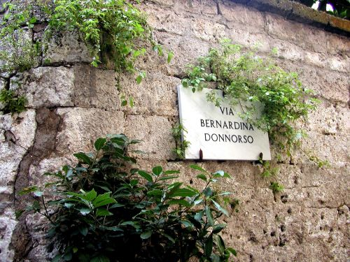 sign,italy,italian sign,italian,travel,tourism,sorrento