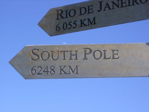 sign south pole pointing