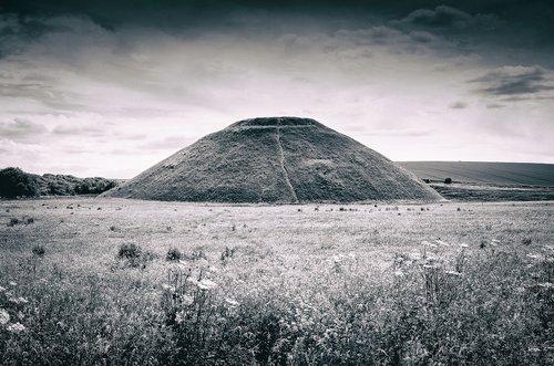 silbury hill  avebury  neolithic