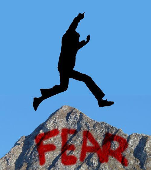 siluetas,vyras,motyvacija,šokinėti,pabūti,baimė,kalnas,knoll,kliūtis,asmuo,figūra,žmogus,išdrįso,drąsos,drąsus,paleisti,daryti,pasiekti,gali,išspręsti,padaryti,realizuoti,įvykdyti,apdaila,atsinešti,vyrauti,nugalėti,atlikti,Kopijuoti su