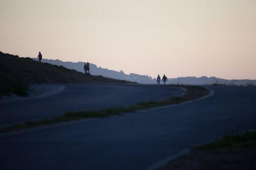 silhouettes horizon walk