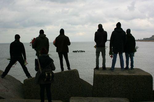 silhouettes people scheveningen