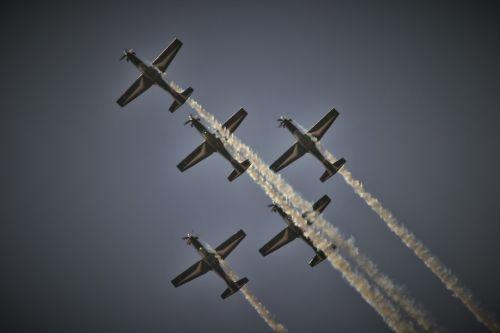 Silver Falcon Streaming White Smoke