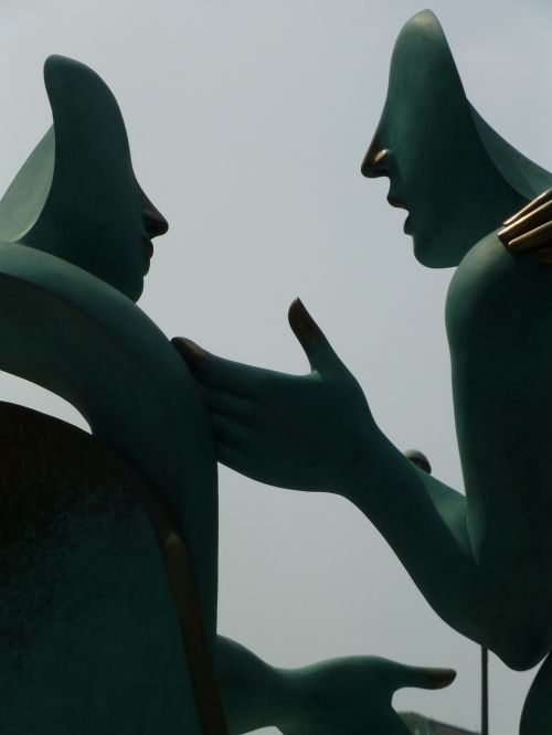 singapore statue discussion