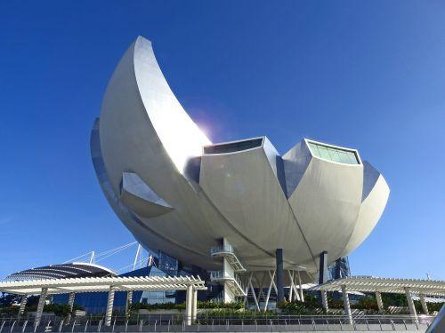 singapore art science museum blue sky