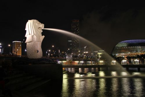 singapore merlion night